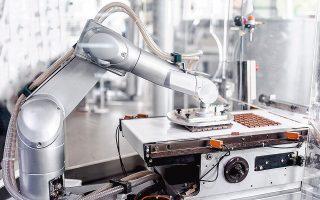 Το Παγκόσμιο Οικονομικό Φόρουμ καλεί τις κυβερνήσεις να υιοθετήσουν πιο ευέλικτες αγορές εργασίας, λόγω του ότι αναμένεται να ενισχυθεί η παρουσία των ρομπότ στην παραγωγική αλυσίδα.