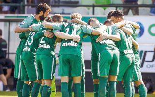 Οι παίκτες και το προπονητικό επιτελείο του Παναθηναϊκού προσπαθούν να μείνουν συσπειρωμένοι μετά τις δραματικές εξελίξεις στον σύλλογο. Αύριο οι «πράσινοι» θα δοκιμαστούν στο Αγρίνιο με τον Παναιτωλικό.