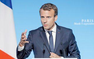 Ο Γάλλος πρόεδρος Εμανουέλ Μακρόν, με φόντο την Ακρόπολη, θα επιμείνει στην ανάγκη να αποκτήσει η Ευρωζώνη μηχανισμούς δημοκρατικού ελέγχου, στον αντίποδα της στενά τεχνοκρατικής διαχείρισης.