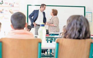 «Στόχος μας είναι ένας μακροχρόνιος σχεδιασμός, στον οποίο τον λόγο θα έχουν οι δάσκαλοι, οι εκπαιδευτικοί και οι γονείς», τόνισε ο Κυρ. Μητσοτάκης κατά την επίσκεψή του στο 2ο Δημοτικό Σχολείο Αγίου Δημητρίου.