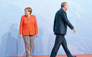 Μέρκελ και Ερντογάν στη σύνοδο G20 τον περασμένο Ιούλιο. Οι σχέσεις Βερολίνου - Αγκυρας δοκιμάζονται με φόντο τον προεκλογικό αγώνα στη Γερμανία.