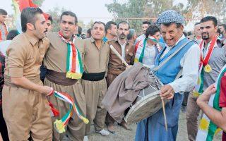 Κούρδοι διαδηλώνουν στο Κιρκούκ, εκφράζοντας την υποστήριξή τους στο δημοψήφισμα της 25ης Σεπτεμβρίου.