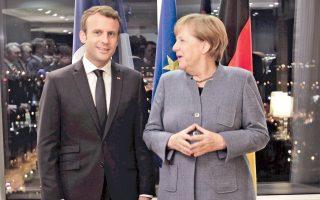 Η Γερμανίδα καγκελάριος Αγκελα Μέρκελ και ο Γάλλος πρόεδρος Εμανουέλ Μακρόν κατά τη συνάντησή τους στο Ταλίν της Εσθονίας.
