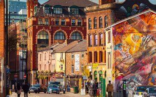Το Northern Quarter είναι μια ζωντανή γειτονιά, με μπόχο και έθνικ μπαρ και εστιατόρια. (Φωτογραφία: © Getty Images/Ideal Image)