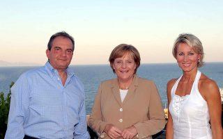 Στη Ραφήνα, τον Ιούλιο του 2007, με το ζεύγος Καραμανλή. Οταν ακόμα οι σχέσεις της Μέρκελ με τον τότε πρωθυπουργό ήταν καλές...