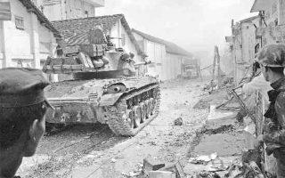 Ενα νοτιοβιετναμέζικο τανκ σε δρόμο της Σαϊγκόν μετά την επίθεση των Βιετκόνγκ. Στην πρωτεύουσα επλήγησαν το κτιριακό σύμπλεγμα της αμερικανικής πρεσβείας, το προεδρικό μέγαρο, το γενικό επιτελείο ενόπλων δυνάμεων και άλλες σημαντικές στρατιωτικές βάσεις και κρατικές εγκαταστάσεις.