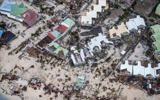 «Δηωμένο» από το αφανιστικό πέρασμα του τυφώνα «Ιρμα» στην Καραϊβική το νησί Αγιος Μαρτίνος, στο γεωγραφικό υπογάστριο των ΗΠΑ, όπου σε νότιες πολιτείες σήμανε γενικός συναγερμός εν αναμονή της επίθεσης ενός φαινομένου σφοδρότητας χωρίς άλλο προηγούμενο στον Ατλαντικό.