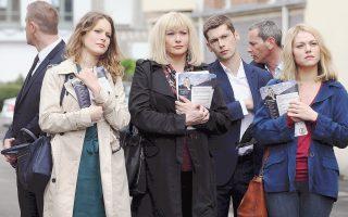 Η ταινία του Βέλγου σκηνοθέτη Λουκάς Μπελβό «Αυτή η γη είναι δική μας» εκτυλίσσεται σε μια γαλλική επαρχιακή πόλη.