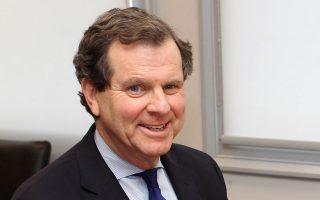 Η γραφειοκρατία, οι εργασιακοί νόμοι και το ρυθμιστικό πλαίσιο περιπλέκουν κάθε επενδυτική απόφαση για την Ελλάδα, λέει στην «Κ» ο κ. Ντέιβιντ Χάρις.