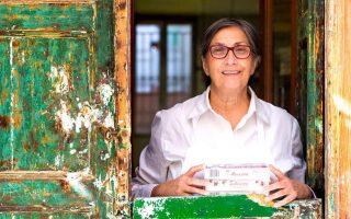 Η 73χρονη Ντίνα Συκουτρή-Ανδρειωμένου, φρουρός της ιστορικής μνήμης.