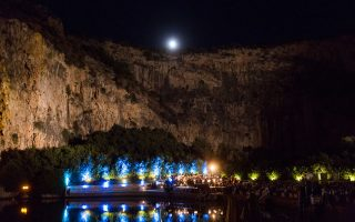 Η συναυλία της Κρατικής Ορχήστρας Θεσσαλονίκης πραγματοποιήθηκε στο ειδυλλιακό τοπίο της λίμνης της Βουλιαγμένης.