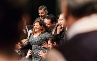 Η Βίκυ Σταυροπούλου υποδύεται την Αργυρώ, τη γυναίκα της ζωής του. Φωτογραφίες: Ορέστης Σεφέρογλου