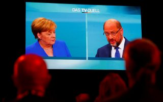 Journalists watch a TV debate between German Chancellor Angela Merkel of the Christian Democratic Union (CDU) and her challenger Germany's Social Democratic Party SPD candidate for chancellor Martin Schulz in Berlin, Germany, September 3, 2017. REUTERS/Fabrizio Bensch