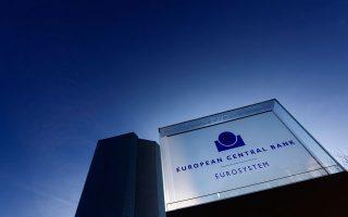 Σύμφωνα με πληροφορίες του Reuters, ο Μάριο Ντράγκι επιθυμεί να λάβει την ευρύτερη δυνατή στήριξη από το διοικητικό συμβούλιο της ΕΚΤ για την «προσαρμογή» του QE προτού ανακοινώσει τις αλλαγές στην ποσοτική χαλάρωση.