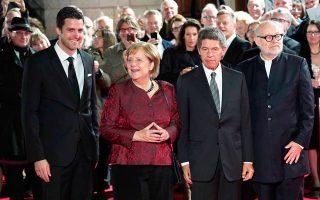 Η καγκελάριος Μέρκελ στα εγκαίνια της ανανεωμένης κρατικής όπερας του Βερολίνου.