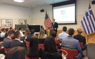 Ο Αμερικανός πρέσβης Τζέφρεϊ Πάιατ, στη συνάντηση με τους φοιτητές, δήλωσε εντυπωσιασμένος από το επιχειρηματικό πνεύμα των Ελλήνων και το ανθρώπινο κεφάλαιο που διαθέτει η χώρα.
