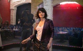 Η Ζιλιέτ Μπινός είναι η απόλυτη πρωταγωνίστρια του τελευταίου φιλμ της Κλερ Ντενί με τίτλο «Η λιακάδα μέσα μου». Υποδύεται μια γυναίκα σε αναζήτηση της αληθινής αγάπης.