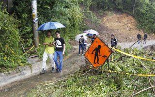 Δεκάδες νεκρούς και συντρίμμια άφησε πίσω της η τροπική καταιγίδα «Νέιτ», που αναμένεται να μετατραπεί σε κυκλώνα.