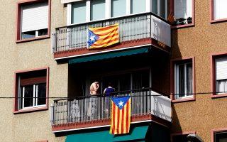 Καταλανικές σημαίες σε μπαλκόνια της Βαρκελώνης.