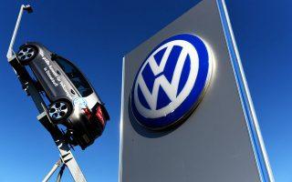 Η υπόθεση παραποίησης του λογισμικού μέτρησης εκπομπής ρύπων σε συγκεκριμένα μοντέλα που κατασκευάστηκαν από τον όμιλο της Volkswagen την περίοδο από το 2009 έως και το 2015 αποτέλεσε ένα από τα μεγαλύτερα εμπορικά σκάνδαλα (σκάνδαλο «Ντίζελγκεϊτ»).