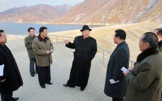 Ο Κιμ Γιονγκ Ουν (στο κέντρο) είναι ο στόχος των ΗΠΑ και της Νότιας Κορέας σε περίπτωση πολέμου.