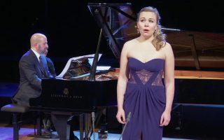 Η Elsa Dreisig ερμηνεύει άριες και melodies στο Μέγαρο Μουσικής Αθηνών.