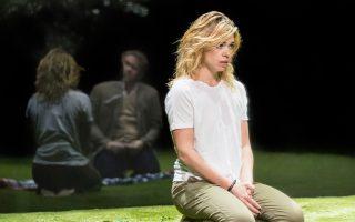 Η ηθοποιός Billie Piper πρωταγωνιστεί στην παράσταση «Yerma» του National Theatre.