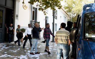 Οι συλληφθέντες στις απολογίες τους υποστήριξαν ότι εισήλθαν στην πρεσβεία, η οποία όμως δεν προχώρησε σε μήνυση εις βάρος τους.