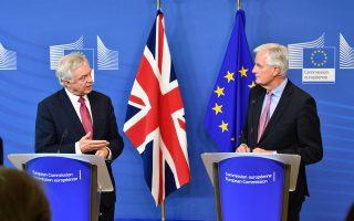 Οι διαπραγματευτές Βρετανίας και Ε.Ε. Ντέιβιντ Ντέιβις και Μισέλ Μπαρνιέ θα συναντηθούν αρκετές φορές έως τα τέλη του 2017, ώστε να καταφέρουν να βρουν λύση στο πώς θα είναι οι σχέσεις των δύο μερών μετά το Brexit.