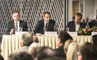 Οι κ. Π. Λιαργκόβας, Κυρ. Μητσοτάκης και Στ. Θεοδωράκης κατά τη χθεσινή παρουσίαση του βιβλίου «Το ευρωπαϊκό φαινόμενο: Η ενοποίηση και οι προσπάθειες υλοποίησης της ιδέας».
