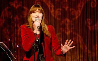 Η Κάρλα Μπρούνι παίρνει την κιθάρα της και έρχεται στην Αθήνα για δύο συναυλίες στο «Παλλάς».