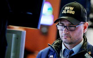 Πάνω από τις 23.000 μονάδες για πρώτη φορά στην ιστορία του βρισκόταν αργά χθες το βράδυ ο δείκτης Dow Jones, λίγο πριν από το κλείσιμο της συνεδρίασης.