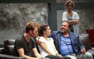 «Στέλλα κοιμήσου», η εξαιρετική παράσταση του Γιάννη Οικονομίδη στο Εθνικό Θέατρο.