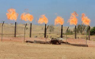 Πετρελαϊκές εγκαταστάσεις στα περίχωρα του Κιρκούκ, στο B. Ιράκ.
