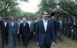 Οι κρατούμενοι των φυλακών Χαϊδαρίου βαδίζουν προς τον τόπο της εκτέλεσής τους στην Καισαριανή. Η νέα ταινία του Παντελή Βούλγαρη ασχολείται με μία από τις τραγικότερες πτυχές της Κατοχής.