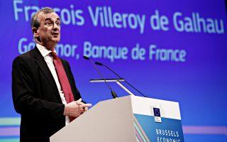 Ο Γάλλος κεντρικός τραπεζίτης Φρανσουά Βιλερουά ντε Γκαλό δήλωσε στη γερμανική εφημερίδα Zeit ότι «θα πρέπει να υπάρξει επαρκής μείωση των καθαρών αγορών περιουσιακών στοιχείων, στην κατεύθυνση της πιθανής ολοκλήρωσής τους, ενώ θα διατηρήσουμε σημαντικό βαθμό επεκτατικής (νομισματικής πολιτικής) μέσω των υπόλοιπων μέσων».