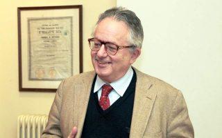 Ο καθηγητής κ. Νίκος Αλιβιζάτος.