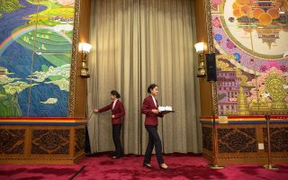 H θιβετιανή αίθουσα στο Μέγαρο του Λαού στο Πεκίνο. Στο 19ο Συνέδριο του Κ.Κ. μετέχουν 2.000 σύνεδροι.