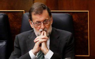 Mε το βλέμμα στην επόμενη φάση του καταλανικού δράματος λειτουργεί η κυβέρνηση Ραχόι, και δη τη συνεδρίαση της Γερουσίας για την ενεργοποίηση της διαδικασίας του άρθρου 155, που θα καταργήσει την καταλανική αυτονομία.