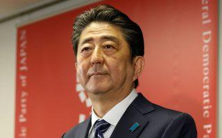 Το LDP του Σ. Αμπε, μαζί με τα συνεργαζόμενα κόμματα, κατέλαβε το 80% των εδρών της Κάτω Βουλής.