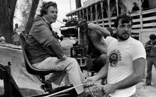 Ο Γερμανοβρετανός κινηματογραφιστής Ουόλτερ Λάσαλι (αριστερά) είχε δουλέψει σε πάνω από δέκα ελληνικές παραγωγές και υπήρξε επί χρόνια συνεργάτης του Μιχάλη Κακογιάννη.