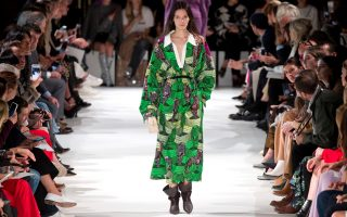 Επίδειξη της Stella McCartney στην Εβδομάδα Μόδας του Παρισιού, χθες.