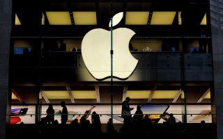 Για πρώτη φορά η Αpple λανσάρει στην αγορά κινητό που θα διαθέτει ανιχνευτή προσώπου (face scanner). Πλέον, το νέο iPhone Χ θα δίνει πρόσβαση στα δεδομένα του τηλεφώνου αφού πρώτα «σκανάρει» το πρόσωπο του χρήστη.