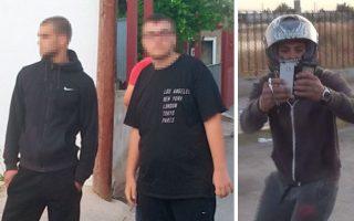Αριστερά, δύο νεαροί που έχουν αναγνωριστεί από θύματα επιθέσεων στον Ασπρόπυργο. Δεξιά, κρανοφόρος κραδαίνει σιδηρογροθιά εναντίον συγκεντρωμένων σε αντιρατσιστική διαδήλωση στην ίδια περιοχή.