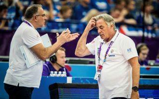 Τα τεράστια προβλήματα σχετικά με τη διαμάχη της FIBA με την Ευρωλίγκα, τα επερχόμενα προκριματικά, η αποστολή και οι «κομμένοι» παίκτες αναλύθηκαν χθες στην παρουσίαση της νέας εθνικής ομάδας μπάσκετ.