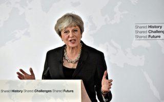 Η Τερέζα Μέι δηλώνει ότι θα εξακολουθήσει να εισφέρει στον προϋπολογισμό της Ε.Ε. δύο χρόνια μετά την έξοδο, αλλά αυτό δεν θεωρείται αρκετό.