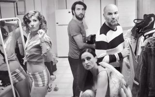 Πρόβες από τον «Γλάρο» του Τσέχοφ, που ανεβαίνει στις 15 Νοεμβρίου στο Δημοτικό Θέατρο Πειραιά σε σκηνοθεσία- απόδοση Γιάννη Χουβαρδά, με τους Καρυοφυλλιά Καραμπέτη, Νίκο Κουρή, Ακύλλα Καραζήση, Νίκο Χατζόπουλο, Δημήτρη Hμελλο, Αλκηστη Πουλοπούλου.