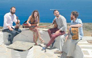 Το συγκρότημα «Ξέφραγο Αμπέλι» θα συναντηθεί, μαζί με άλλα νέα παραδοσιακά συγκροτήματα, στο Μέγαρο Μουσικής Αθηνών, στις 21 και 22 Οκτωβρίου.