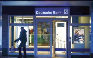Οι επενδυτές είχαν στρέψει την προσοχή τους στην πορεία των χρηματοπιστωτικών ιδρυμάτων σε όλη την Ευρώπη, με τον κλαδικό δείκτη να σημειώνει απώλειες 0,5%. Η τιμή της μετοχής της Deutsche Bank και της Standard Chartered υποχώρησαν κατά 1,2% και 0,6% αντίστοιχα.