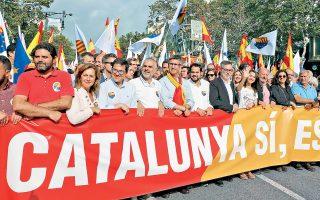 Ο πρόεδρος της Καταλωνίας Κάρλες Πουτζντεμόν, κατά τη διάρκεια ομιλίας του στο Κοινοβούλιο της περιοχής, πρότεινε την προσωρινή αναστολή της εφαρμογής του αποτελέσματος του δημοψηφίσματος για απόσχιση από την Ισπανία, προκειμένου να ξεκινήσουν διαπραγματεύσεις με την κεντρική κυβέρνηση. Το γεγονός αυτό καθησύχασε τις αγορές.